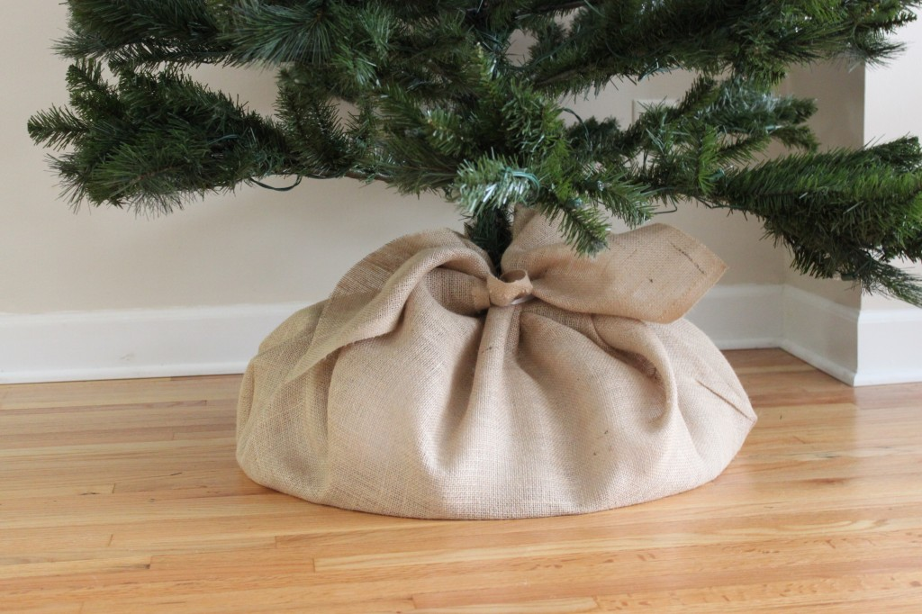 DIY $3 Burlap Tree Skirt