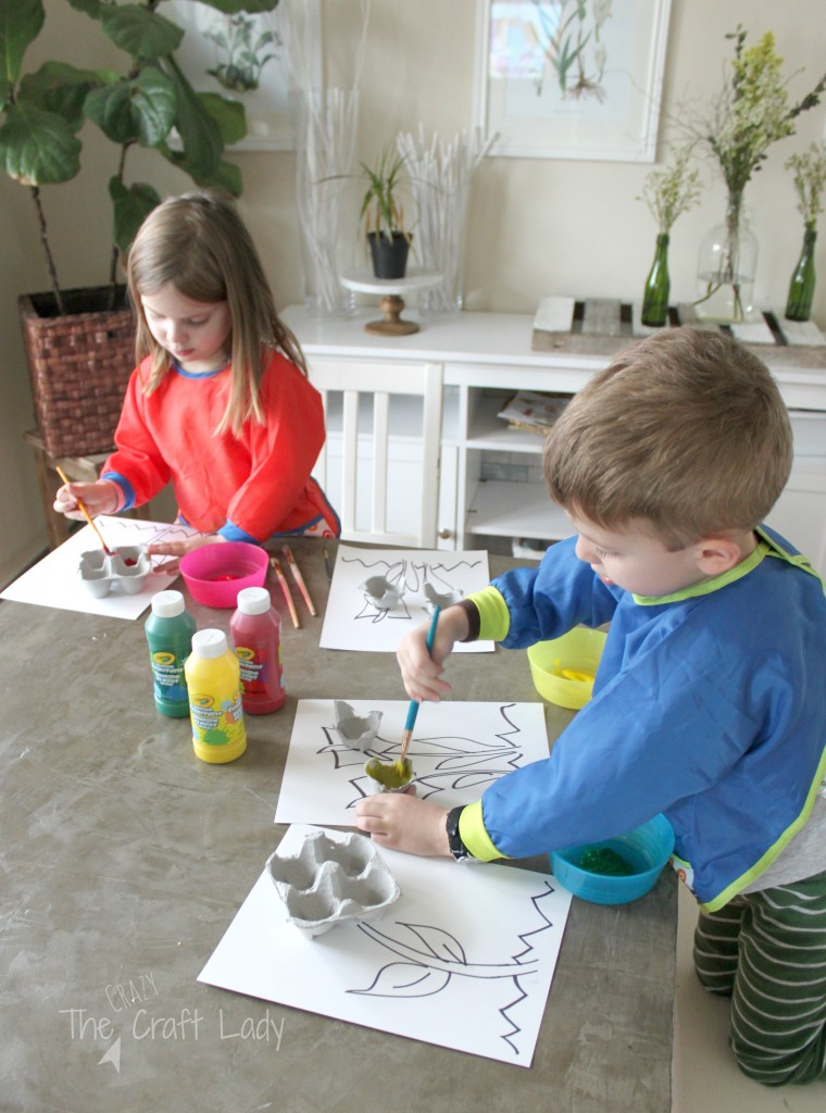 Egg Carton Flower Craft and Painting Activity - what a fun Spring craft project for toddlers and preschoolers, and a great way to use up those egg cartons after Easter!