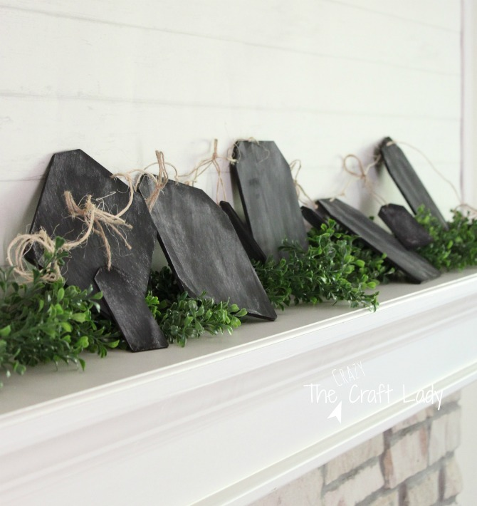 Make a Mini Chalkboard Garland Craft - follow this tutorial to make a simple + rustic DIY mini chalkboard garland. This is a perfect craft to add decorative chalk text that changes with the season, or leave as-is to add a touch of farmhouse decor to your mantel.