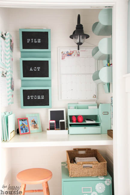 Command-Central-Station-Creating-a-Command-Center-in-a-Closet-at-The-Happy-Housie-24