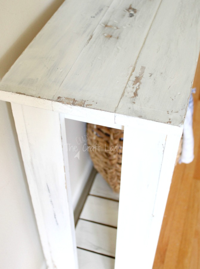 DIY Farmhouse Sofa Table - follow this tutorial to achieve the perfect chippy finish on this easy to make table