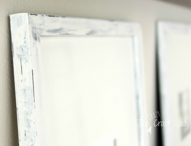 Distressed Painted Picture Frames - follow this tutorial to make an inexpensive and stylish gallery wall