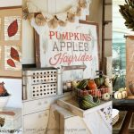 Fall Wall Decor on a Budget - these are some great inexpensive DIY projects to decorate your home for fall
