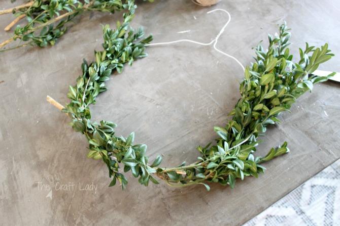 Diy Boxwood Wreaths 2 Easy Ways The Crazy Craft Lady