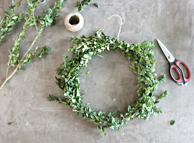 DIY Boxwood Wreaths – 2 Easy Ways