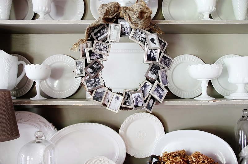Picture Frame Memory Wreath + DIY photo gifts that are perfect for everyone on your list
