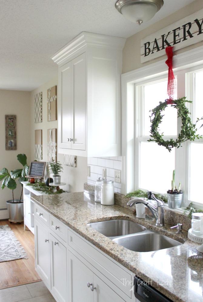 easy DIY winter boxwood wreaths