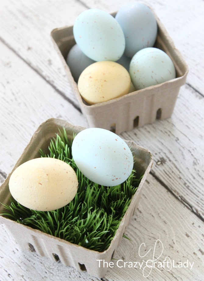 Chalk Paint Easter Eggs – DIY Speckled Eggs