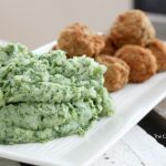 You have got to try these easy spinach mashed potatoes. Sneak spinach into your family's dinner tonight and whip up these green mashed potatoes! This is an AMAZING way to get your kids to eat vegetables and make a healthy dinner for your family.
