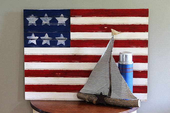 Farmhouse Decor all Summer Long - You're going to love these farmhouse style American flag crafts. They're perfect for summer home decor all season long. Get inspired with these patriotic farmhouse decor and DIYs.