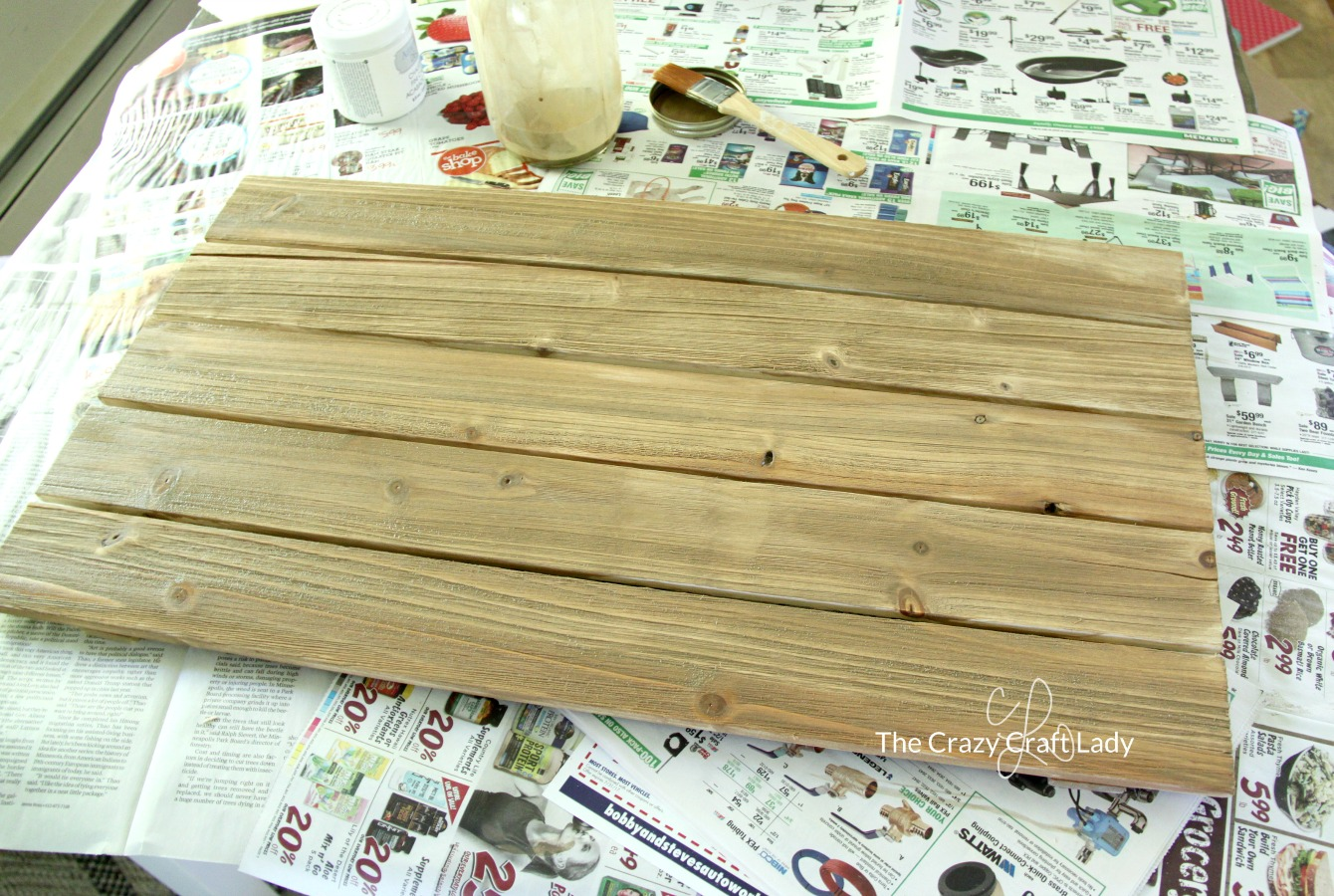 Pallet Wood DIY Flag - Easy Farmhouse Summer Decor - The Crazy Craft ...