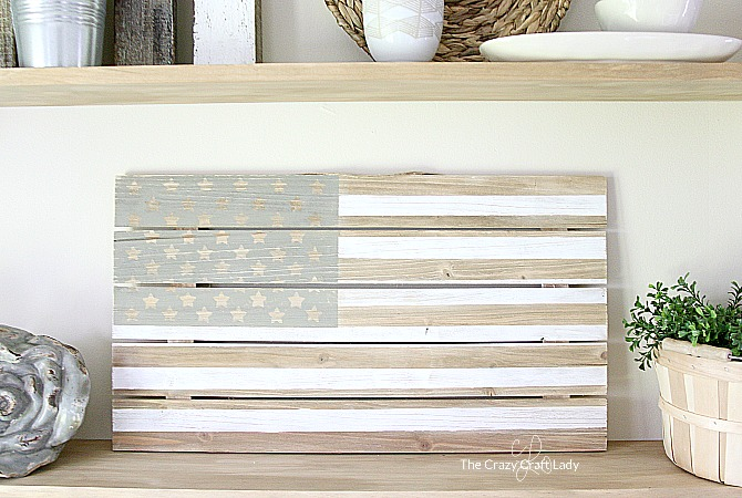 Pallet Wood DIY Flag – Easy Farmhouse Summer Decor