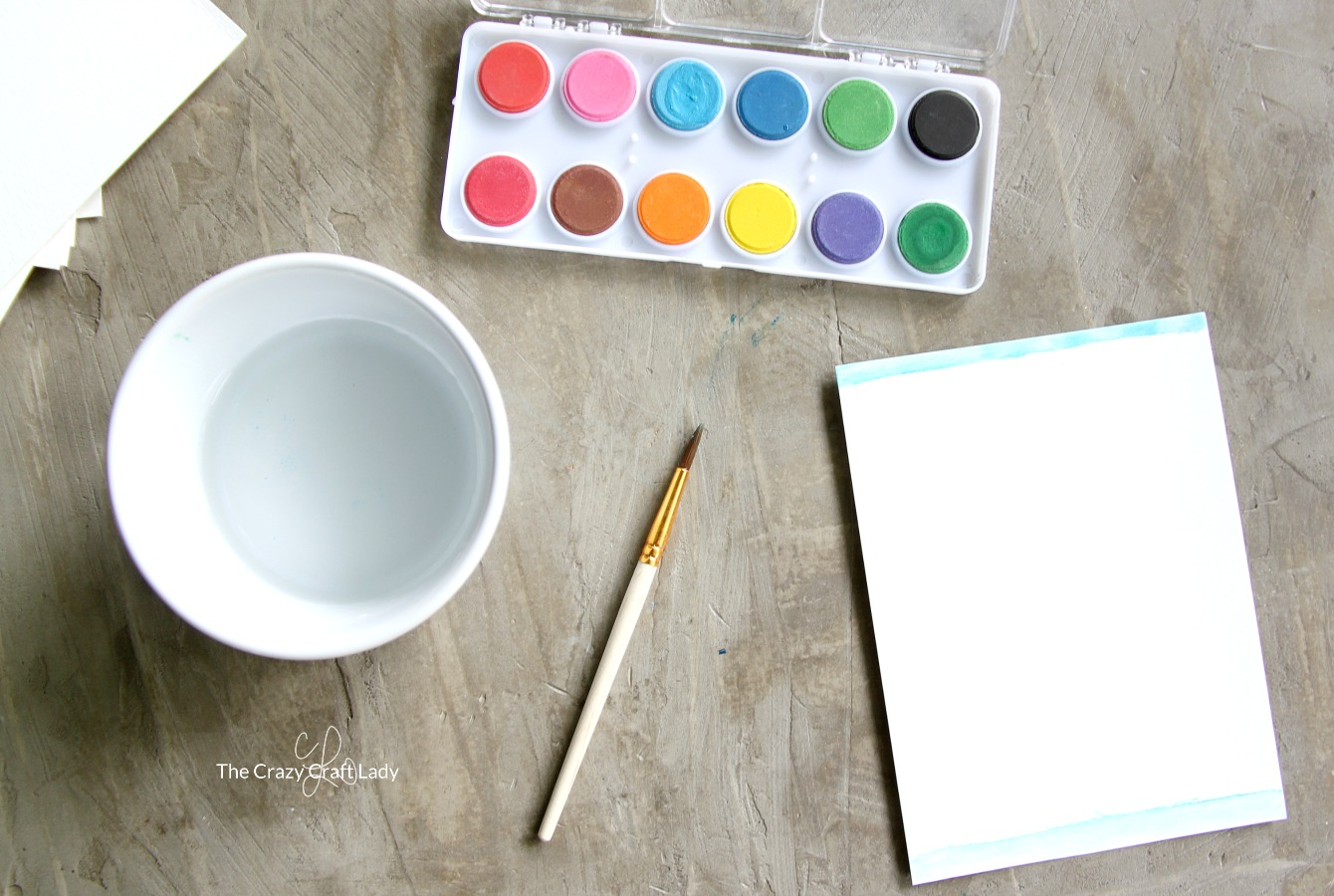 These watercolor personalized note cards are SO easy to make, and they make the perfect little handmade gift. Paint simple note cards with watercolor for a sweet custom homemade gift.