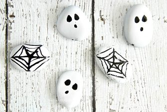 Halloween Painted Rocks – Easy Spider Web and Ghost Craft