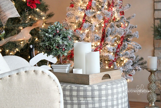 come tour this cozy family room with tips for simple budget friendly classic christmas