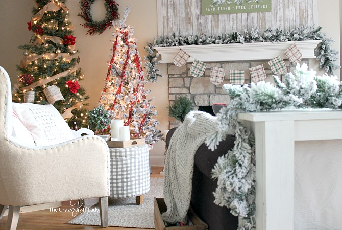 come tour this cozy family room with tips for simple budget friendly classic christmas decorating easy christmas farmhouse decor ideas and christmas home