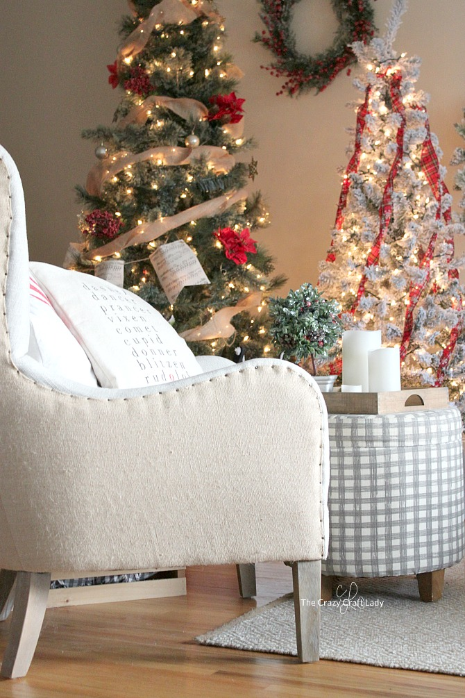 come tour this cozy family room with tips for simple budget friendly classic christmas - Simple Cheap Christmas Decorations