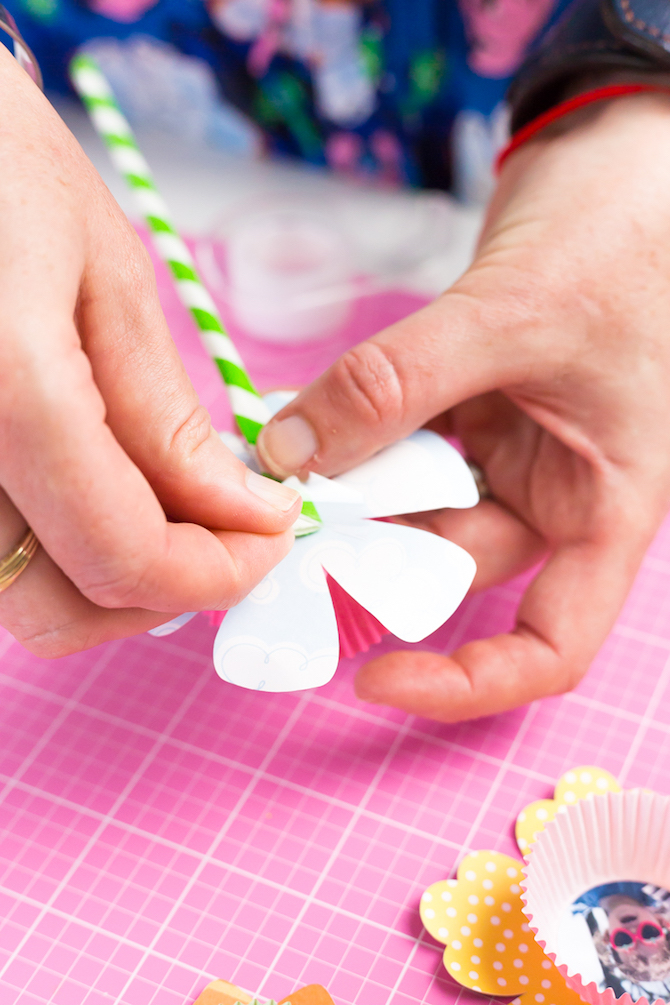 Tutorial: how to make a paper flower bouquet - securing a paper straw for a stem