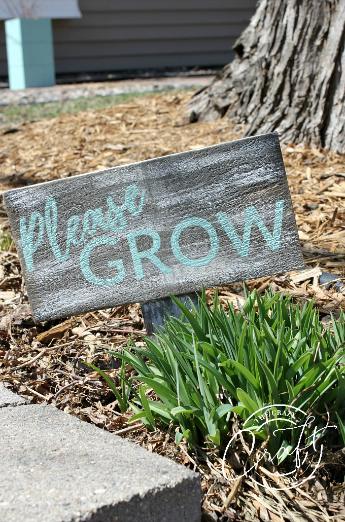 Get your yard and garden ready with this DIY wood garden sign. Easily distress wood with stain and paint to make a unique painted yard sign.