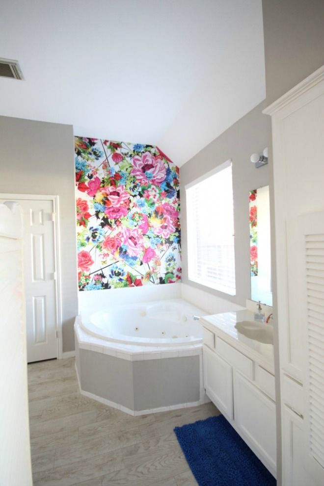 Bathroom Wallpaper Ideas: bright floral bathroom feature wall