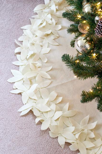 DIY Christmas Tree Skirt Ideas: No-Sew White Flower Tree Skirt from Live Love DIY