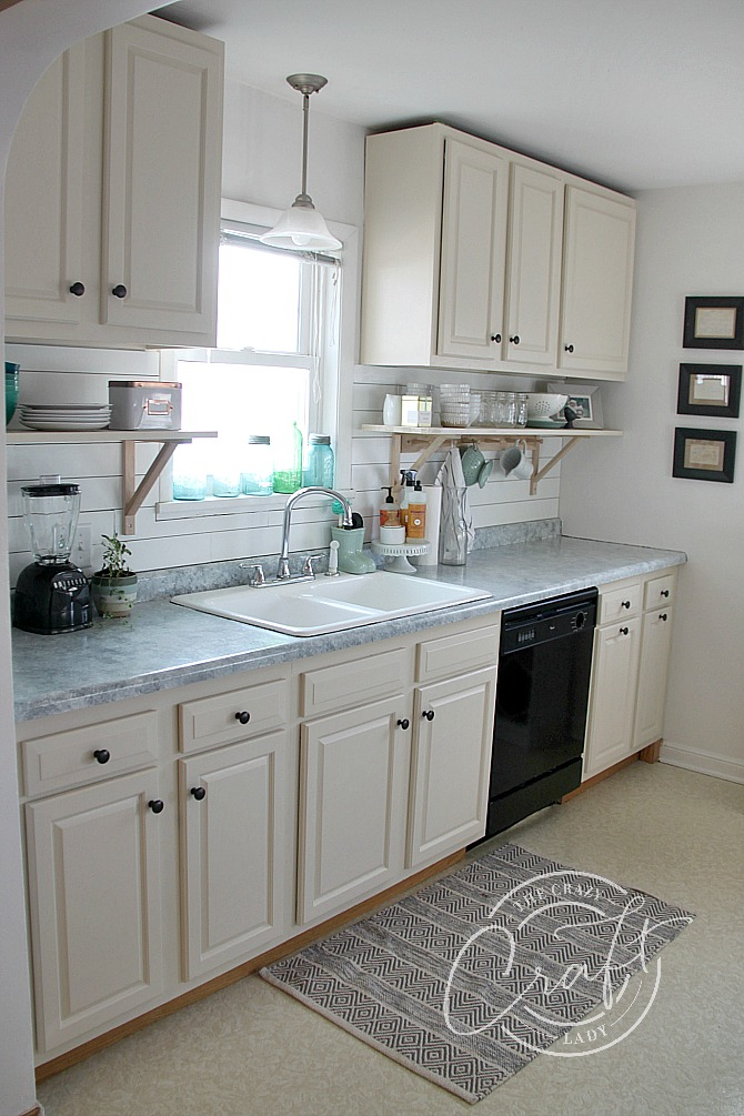 cottage style neutral kitchen