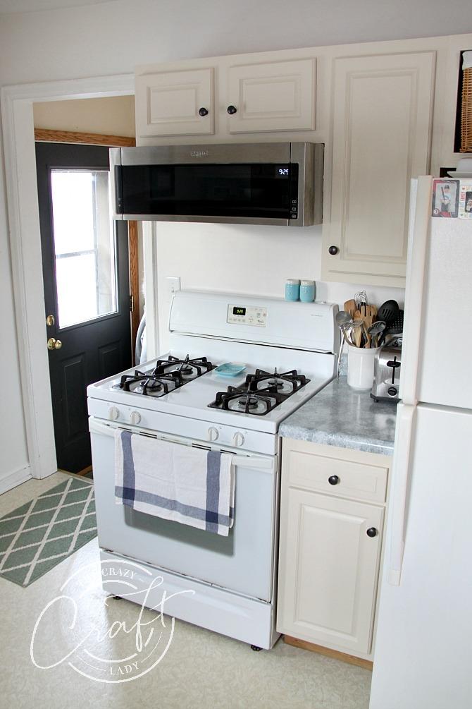 neutral kitchen in cream and white
