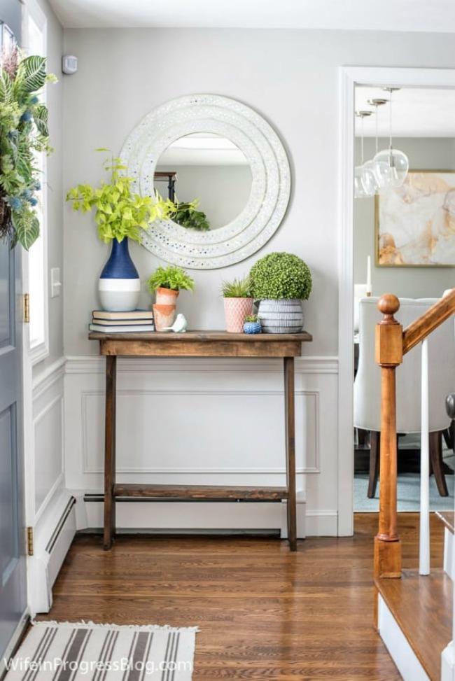 Spring Farmhouse Entry in Repose Gray