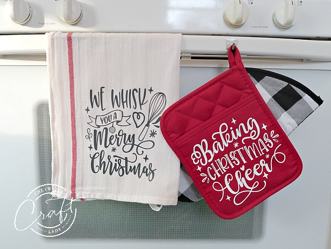 DIY Christmas tea towels and pot holders with Cricut